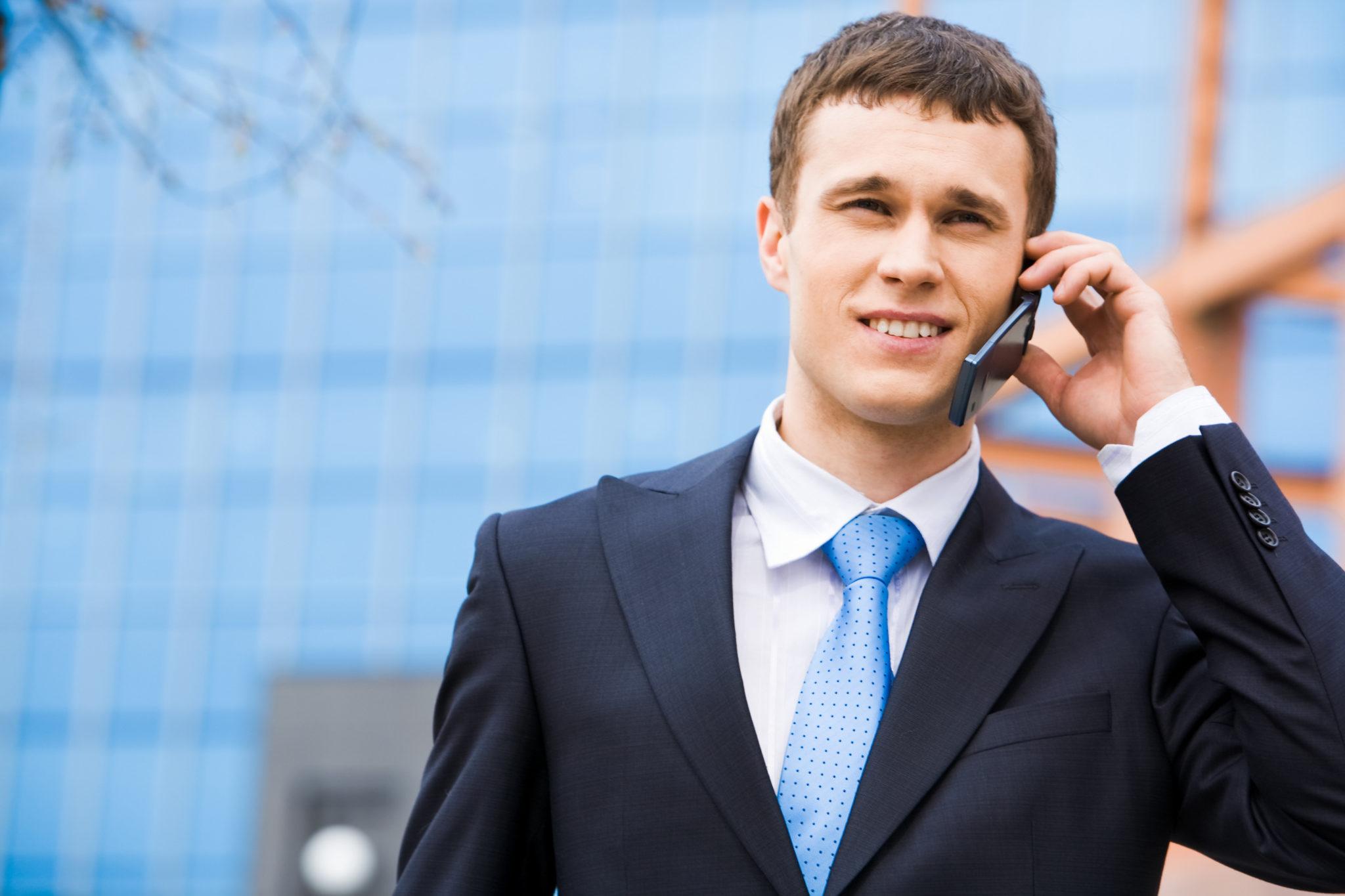znalec, telefonát s klientom