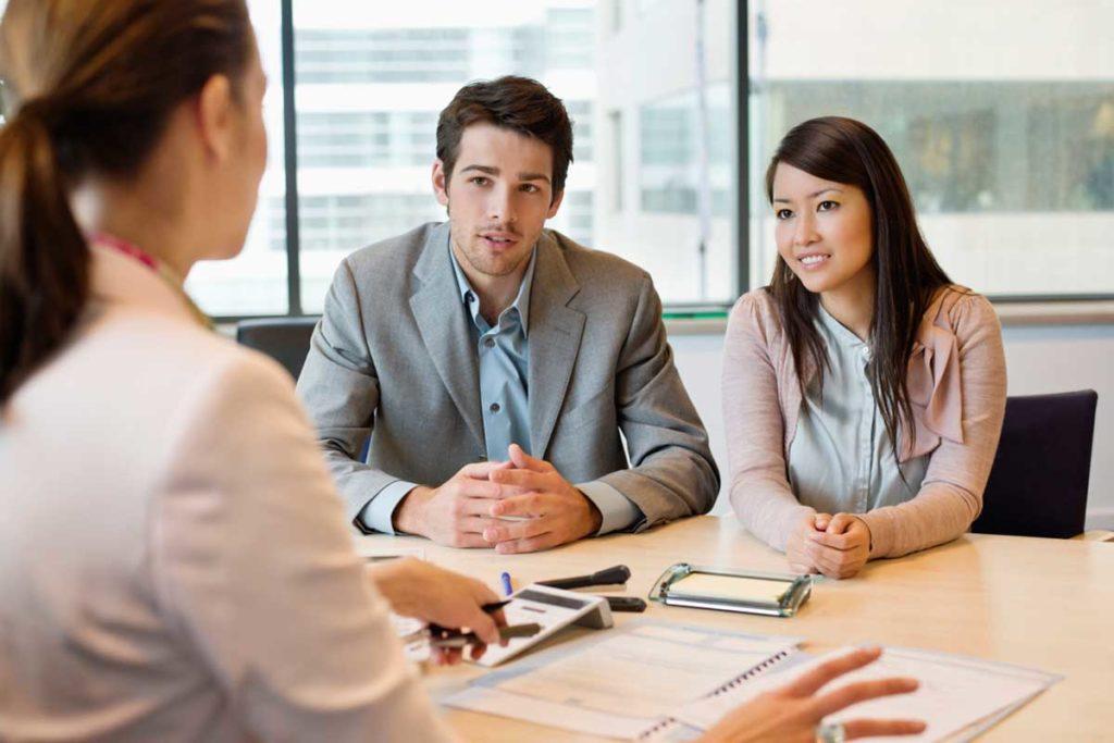 agent, znalec, klienti, osobný pohovor
