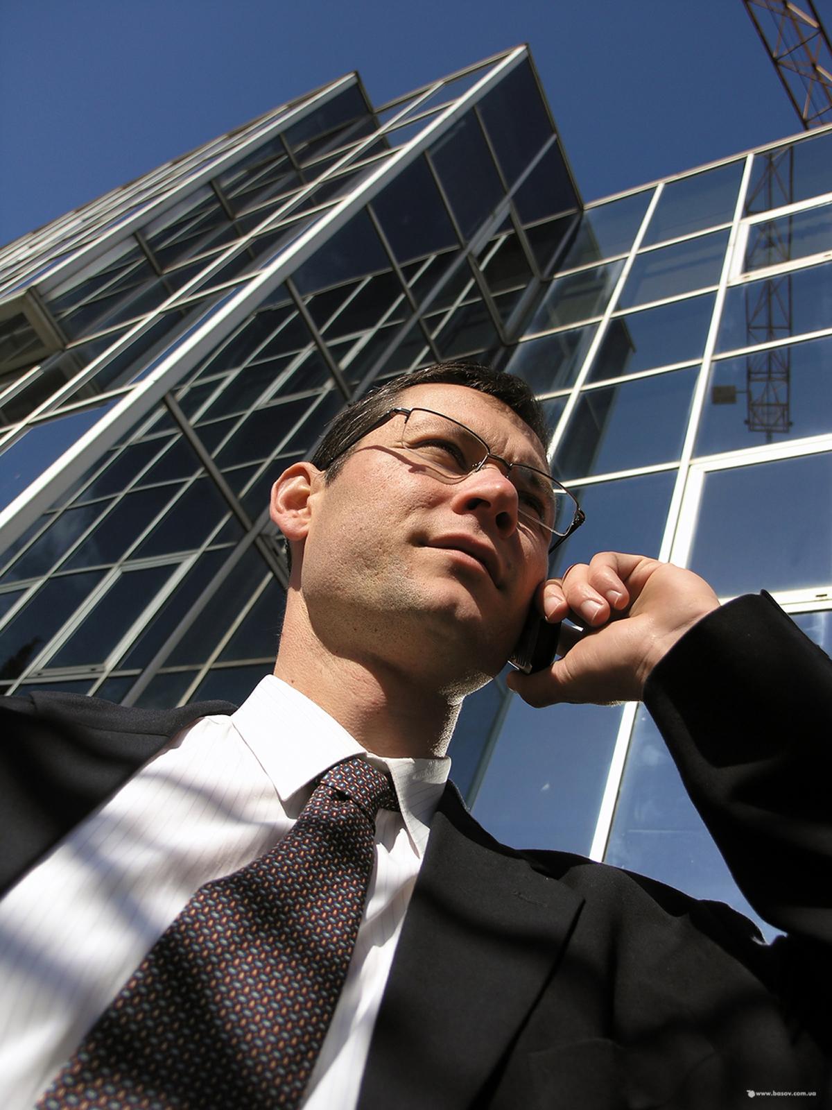 znalec, zmluva, telefonát s klientom